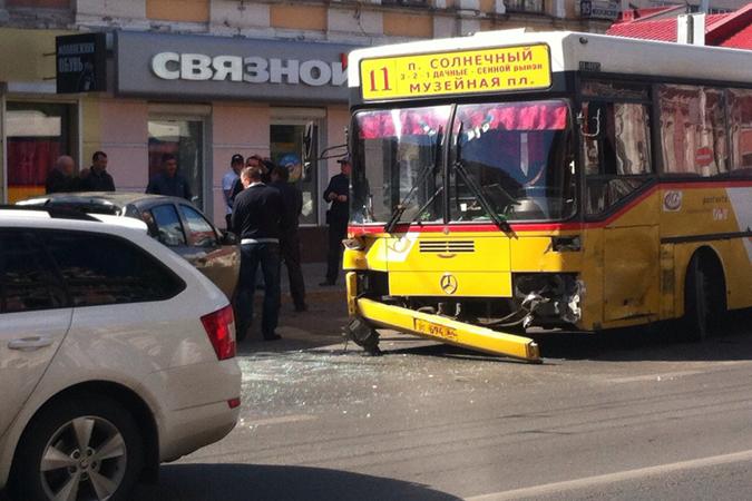 и автобус №11 // SARATOV.